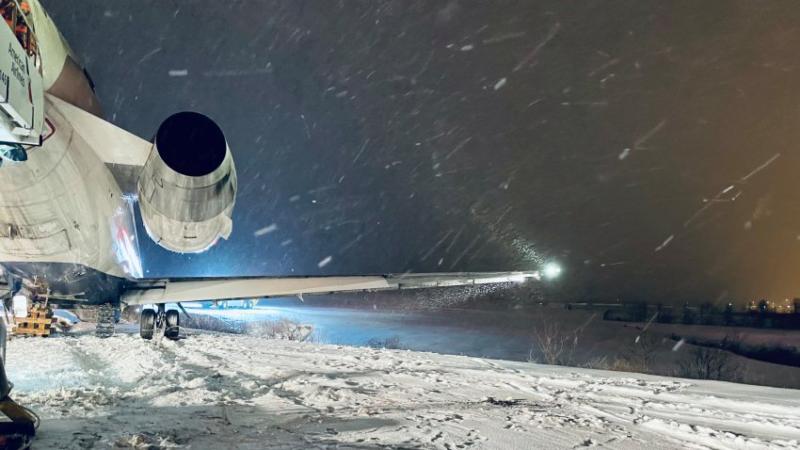 plane-snow-pitot-static-probe-aircraft